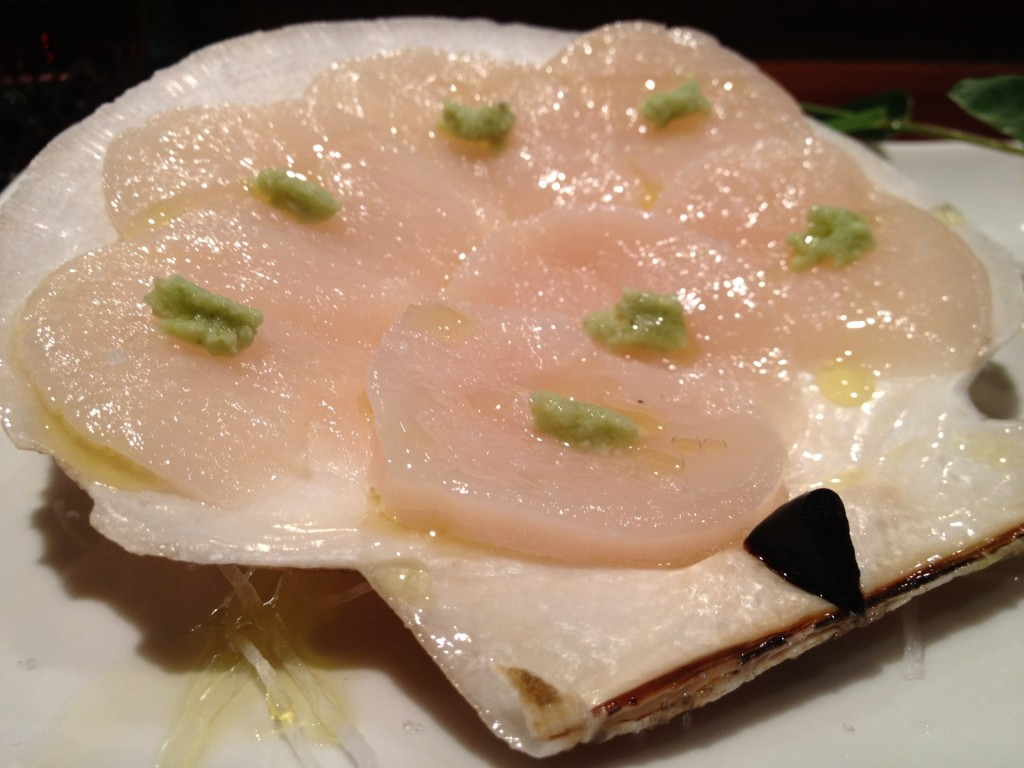 Live Whole Japanese Scallop at Kiriko (© 2012 The Offalo)