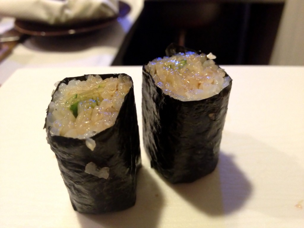 Live Scallop Mantle Maki (© 2013 The Offalo)